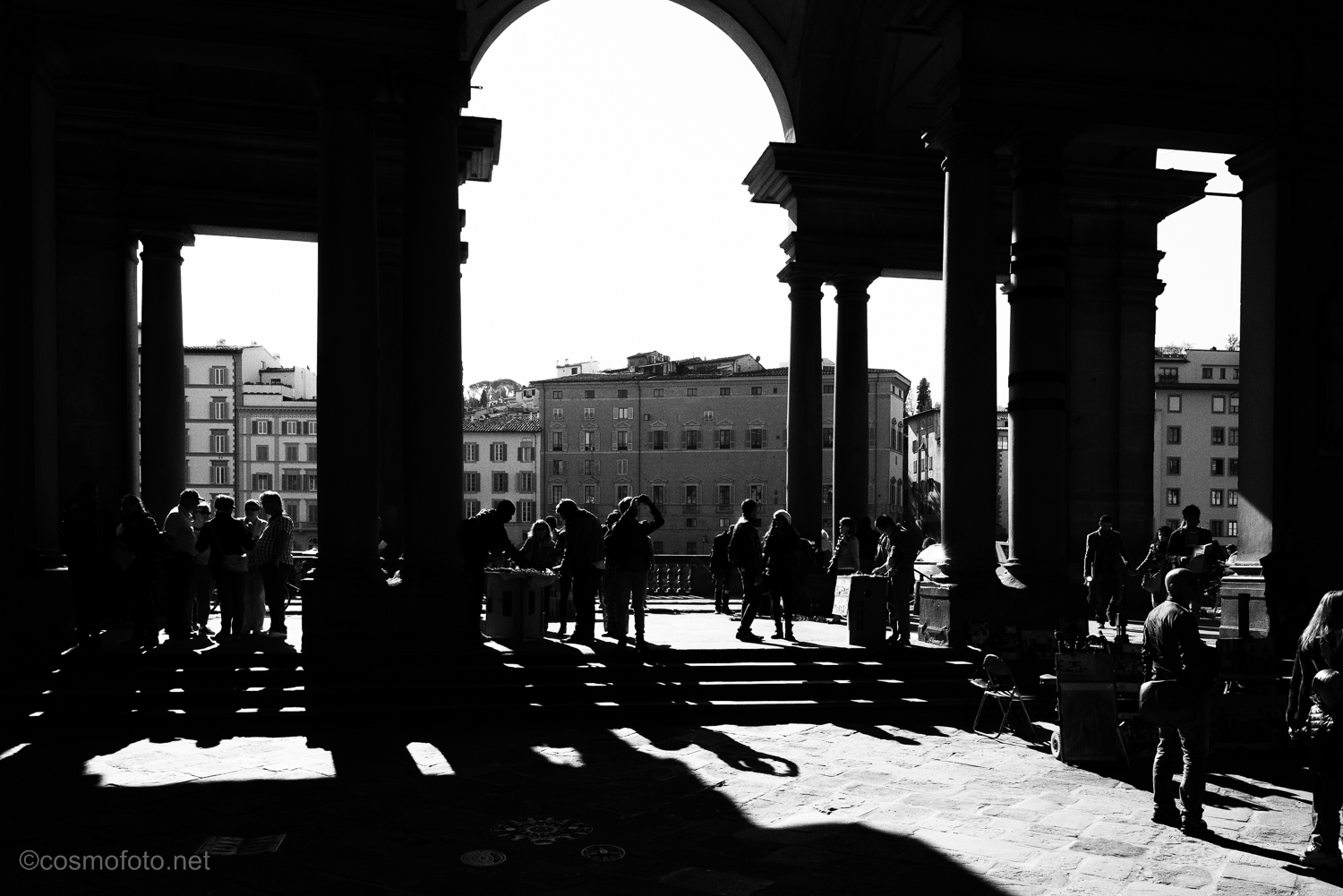 Another b/w photo from outside the Uffizi.