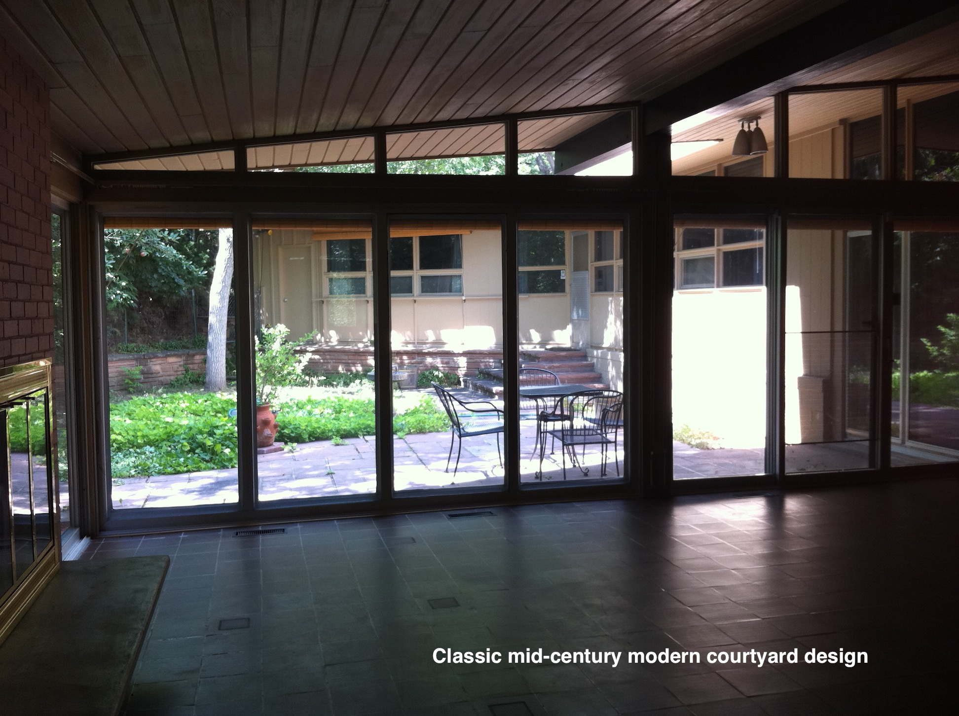 14841619-courtyard.jpg