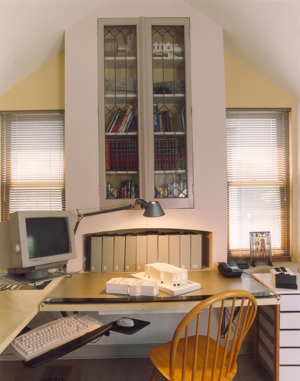 KR040 office 300.jpg