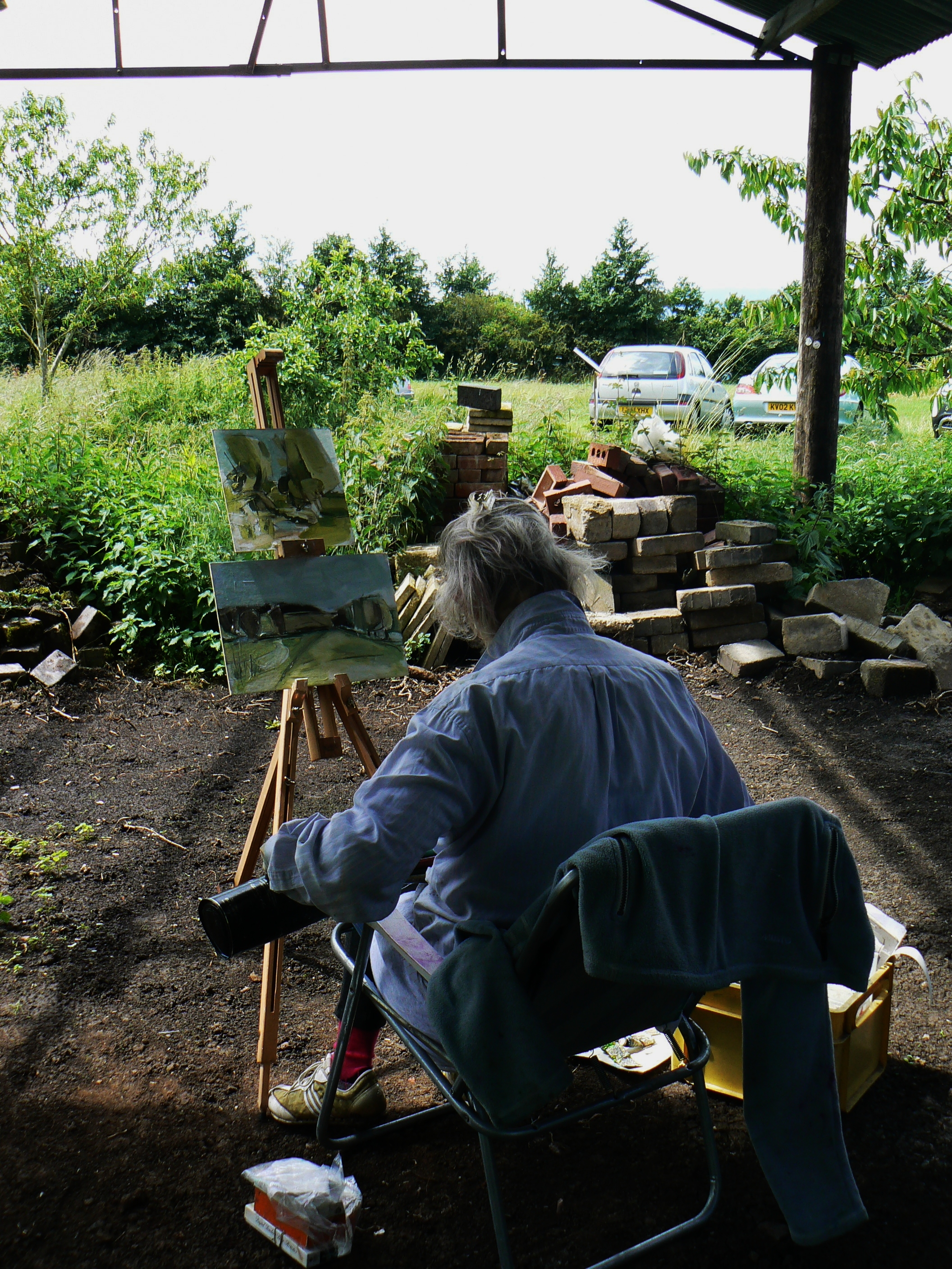 Di Oldfield setting up for a painting day in Rowsham.