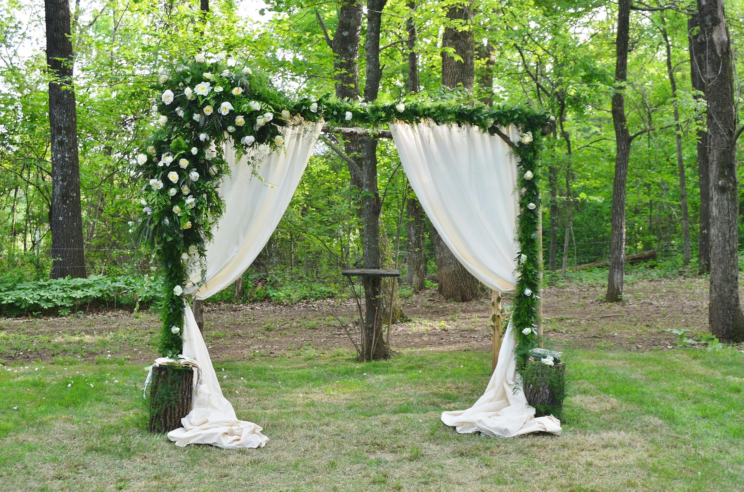 The most romantic altar!