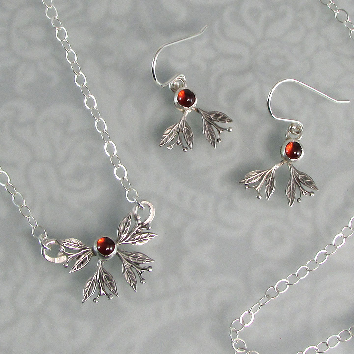Berry Leaves Necklace and Earrings with Garnet in Sterling Silver