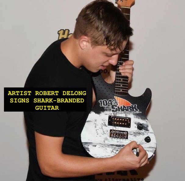 Robert DeLong - guitar TEXT V2.jpg