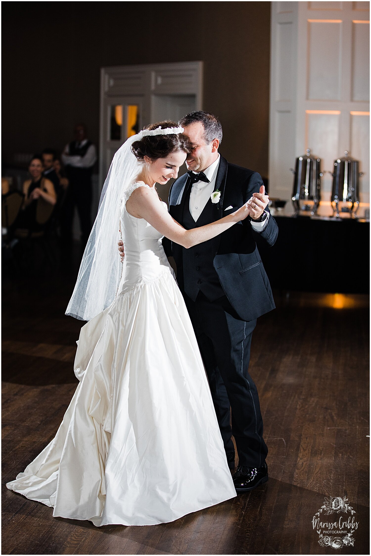 TYLER & CAROLINE MARRIED BLOG | MARISSA CRIBBS PHOTOGRAPHY | THE CARRIAGE CLUB | KANSAS CITY WEDDING PHOTOS_9283.jpg