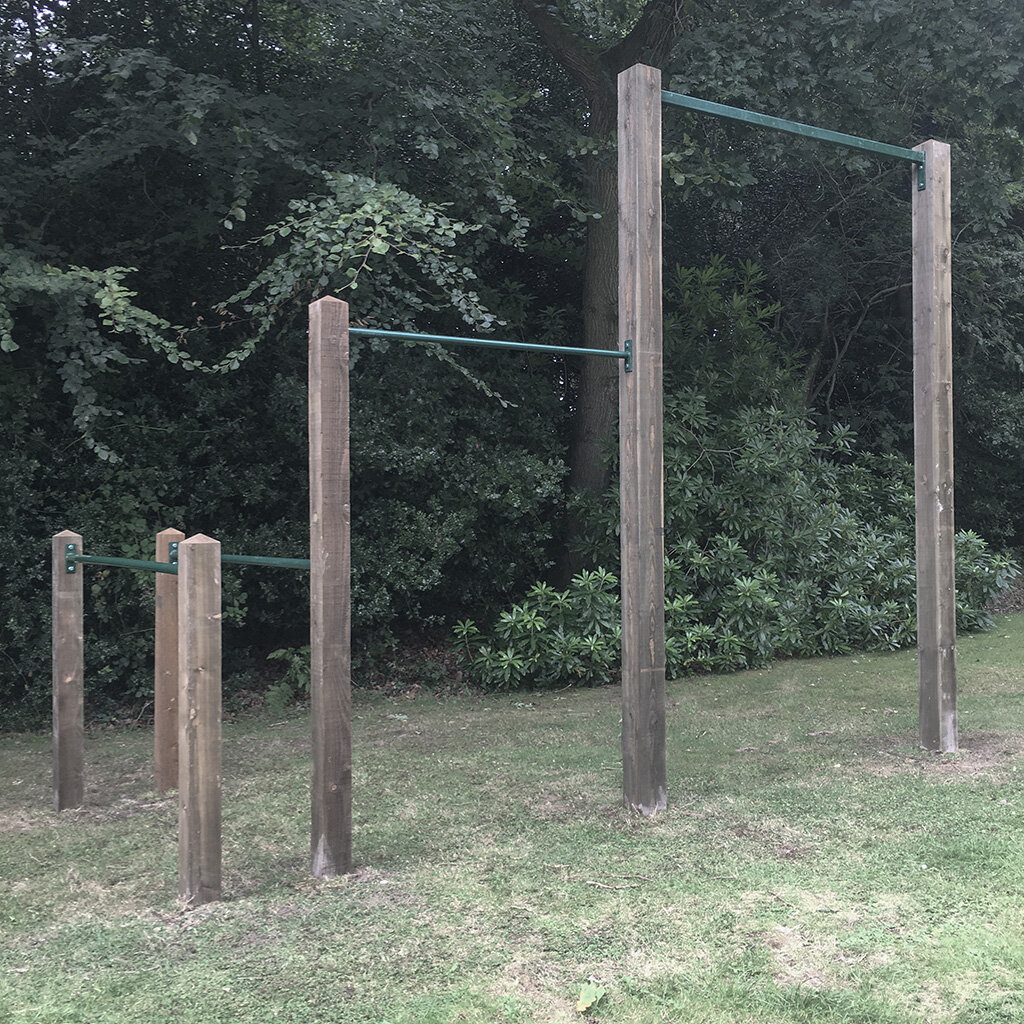 Garden high  bar, pull up bar and dip bars 5e.jpg