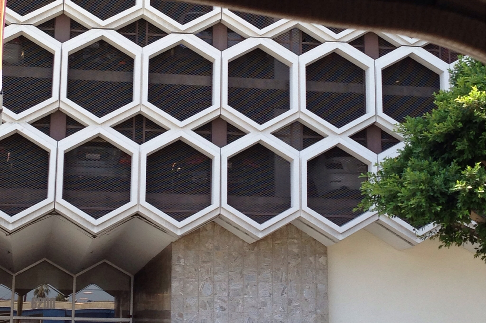 Parking structure on Wilshire Boulevard with interlocking hexagons