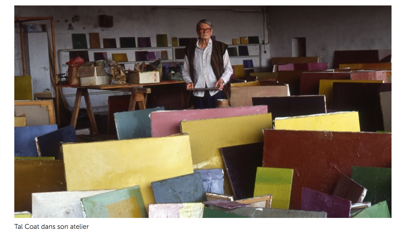 Tal Coat dans son atelier ©  Connaissance des arts