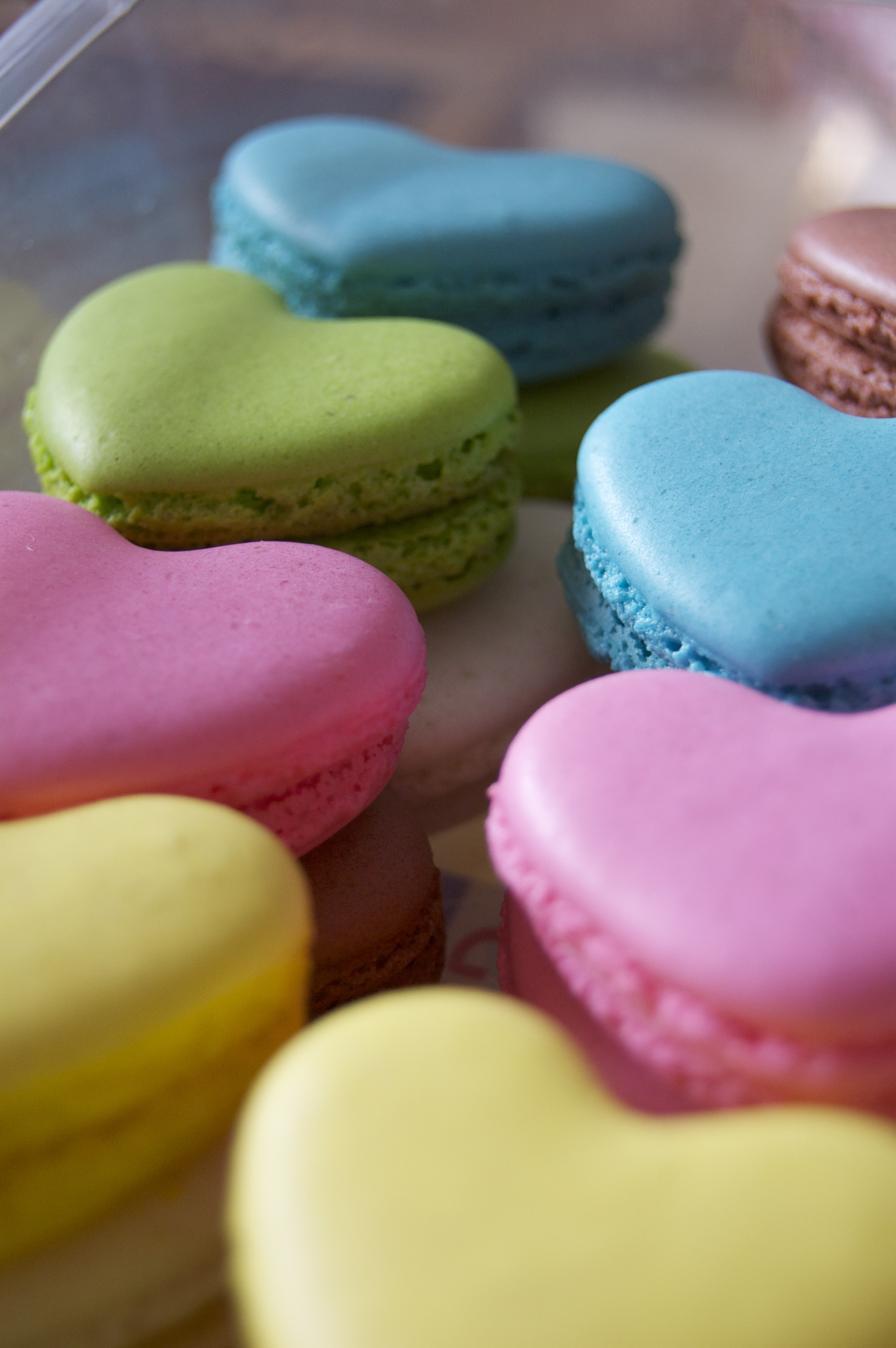 Hengheng's heart-shaped macaroons.