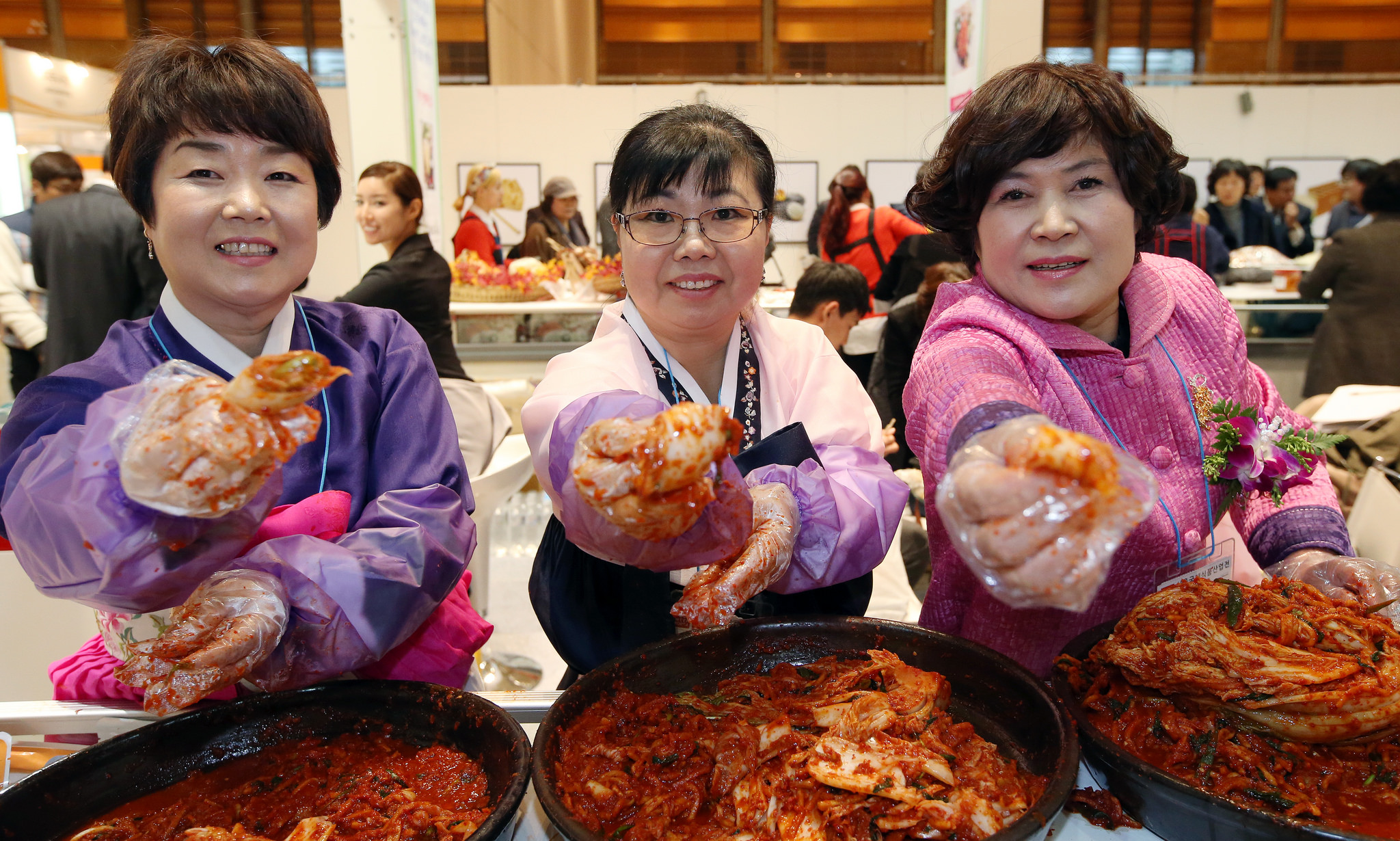Photo from 2014 South Korean kimchi contest taken by  Jeon Han .