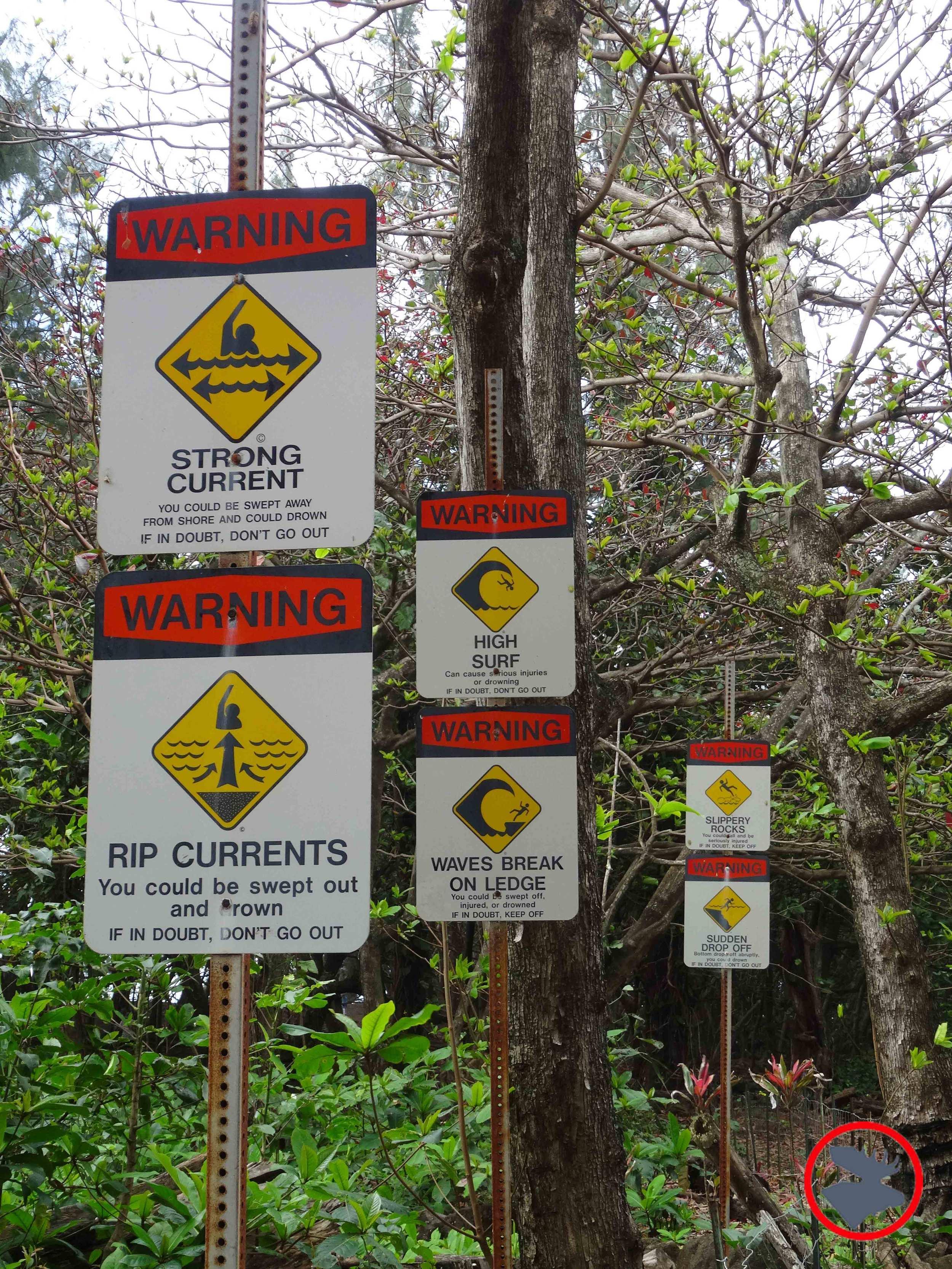 Warning-Signs-at-Kalalau-Trail2.jpg