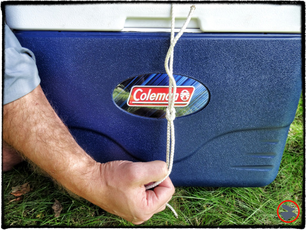 It's difficult to tie the square knot tight around this cooler; there's too much unavoidable slack.