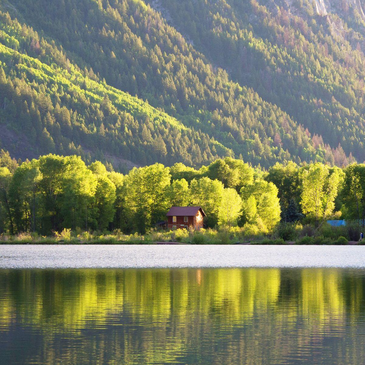 A lakefront cabin in the Colorado Rockies