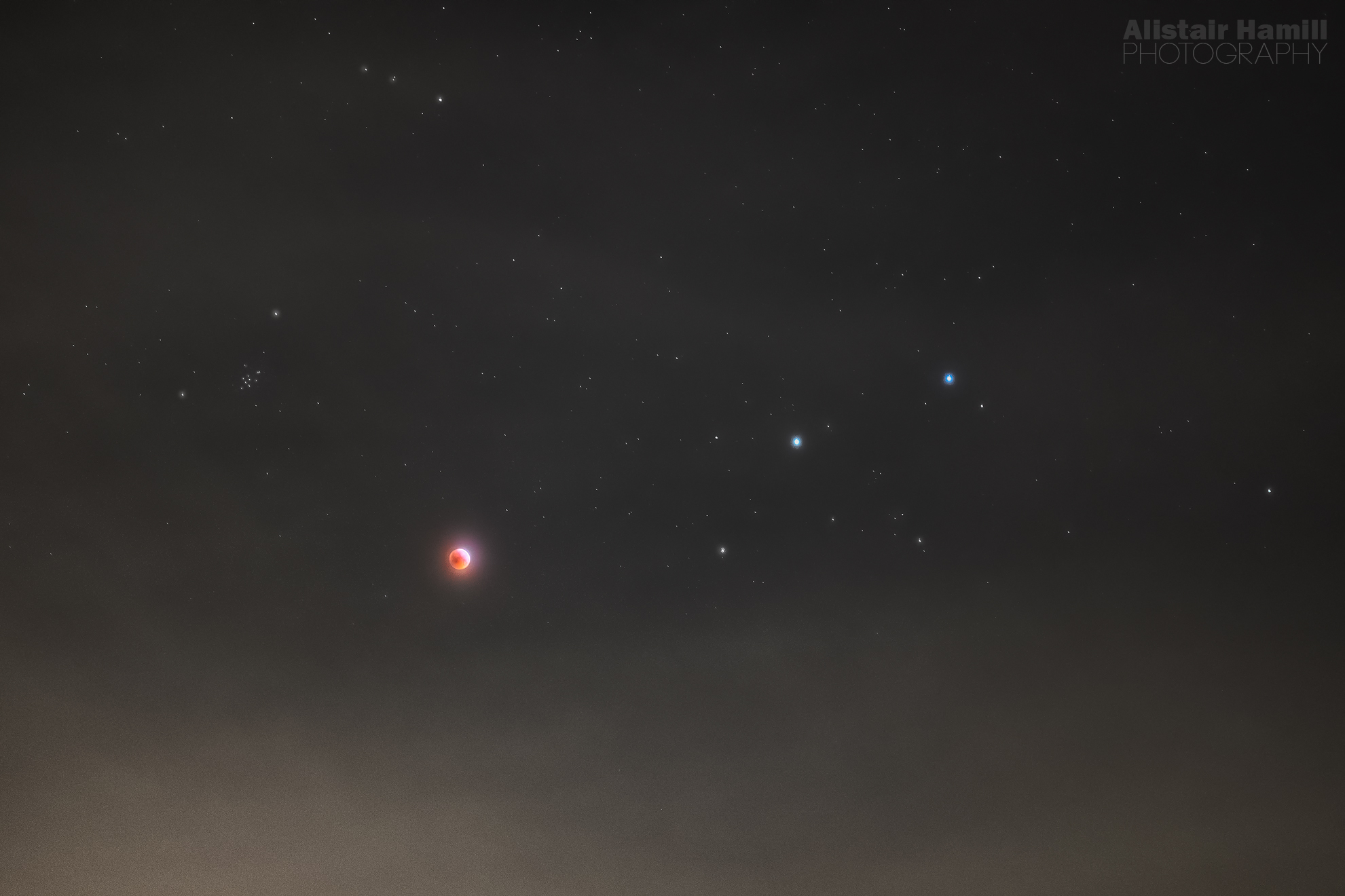 Eclipsed Moon with Castor and Pollux (large) WM.jpg