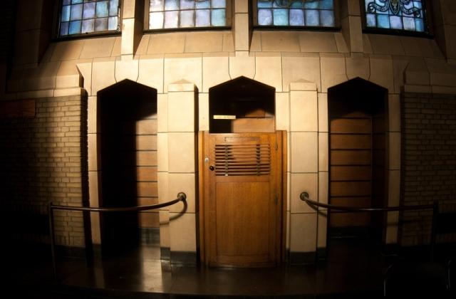 confessional 01