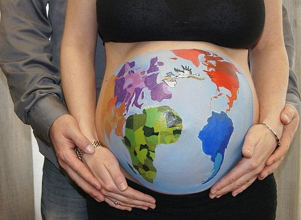 Belly-Painting-Globe-Bellypaint-World-Stork-Pregna-5949.jpg
