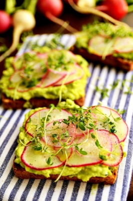 AVOCADO & RADISHES