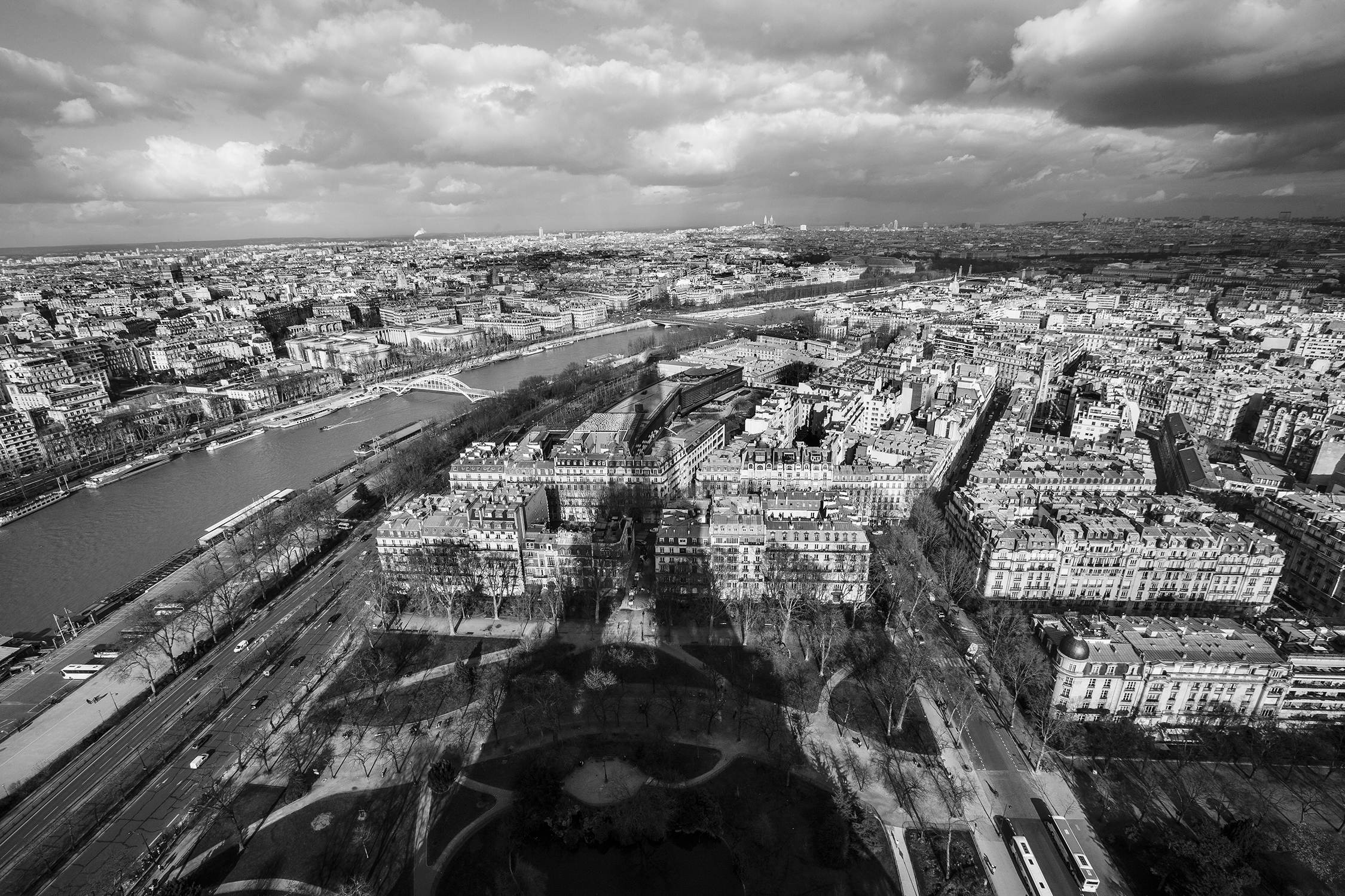 lifestyle-editorial-travel-washington-dc-malek-naz-photography-paris-france-eiffel-tower.jpg
