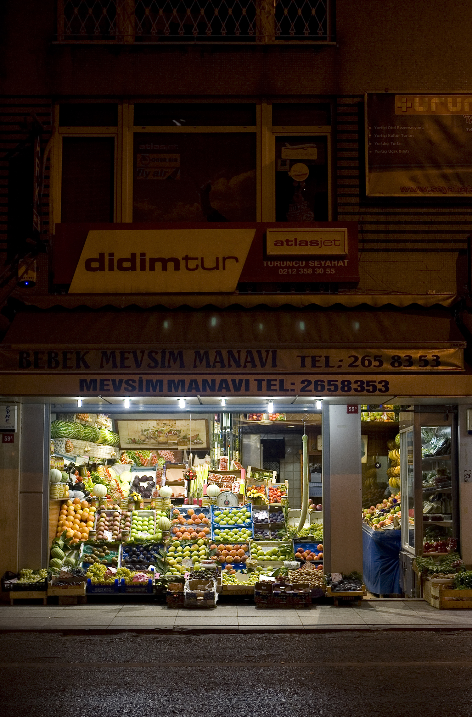 lifestyle-editorial-travel-washington-dc-malek-naz-photography-bebek-istanbul-fruit.jpg