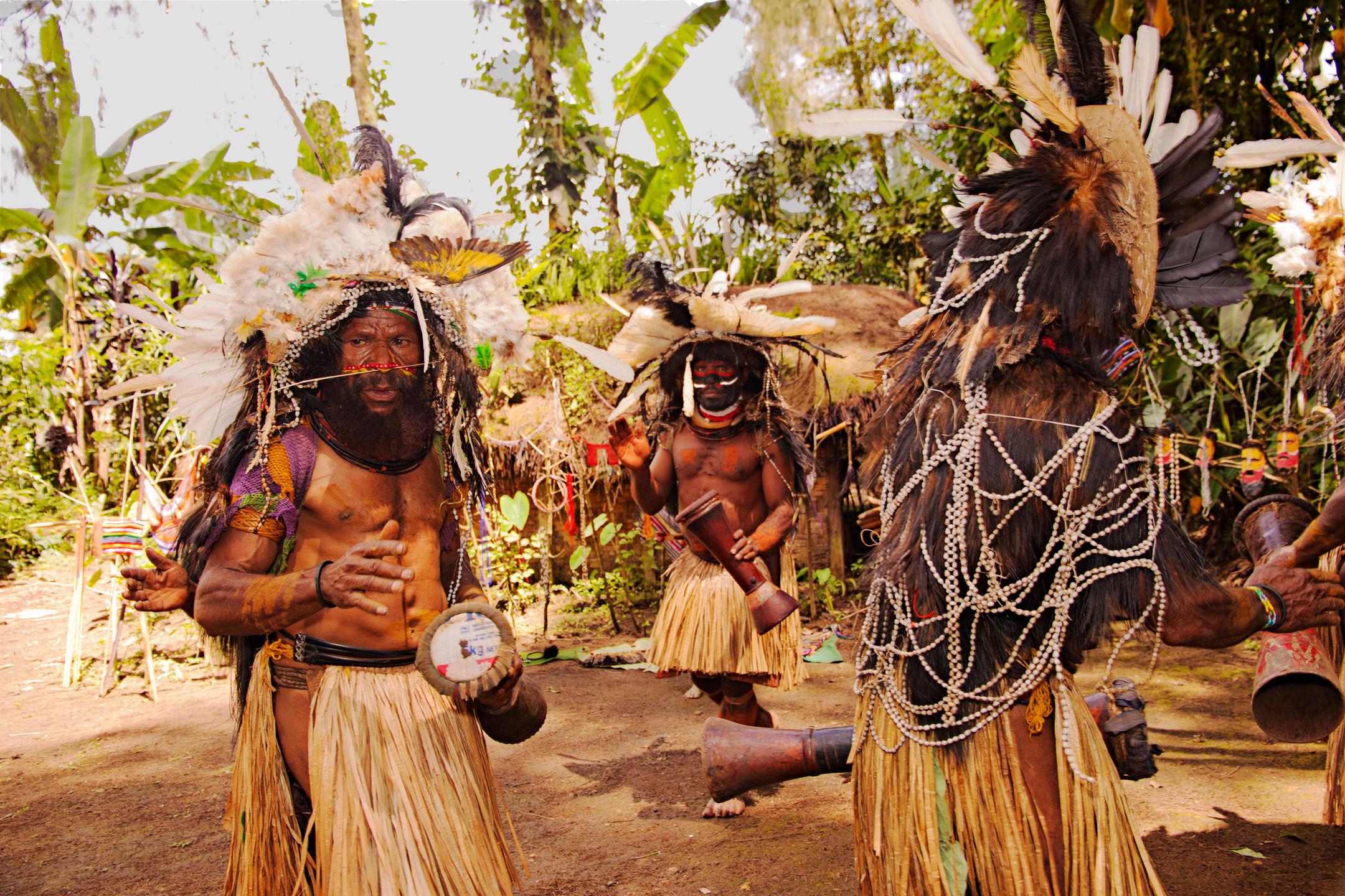 Huli Men, Wabia Village, Tari