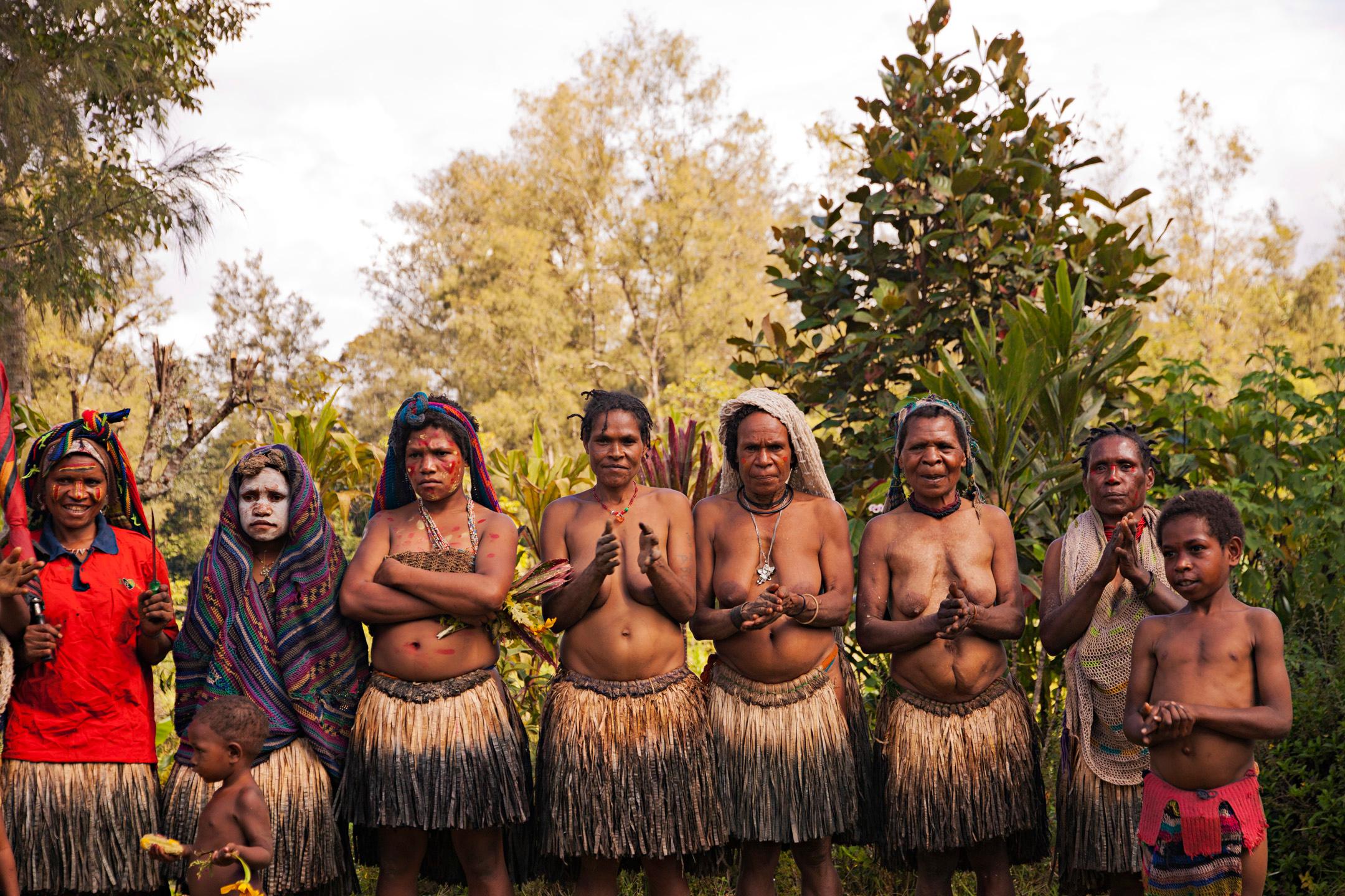 Women of the Lirako Village, Tari