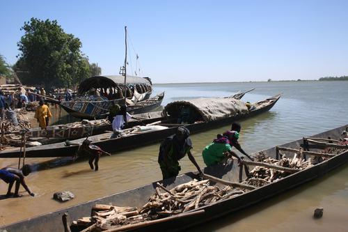 Bonzo launching fishing vessel, Niafunke