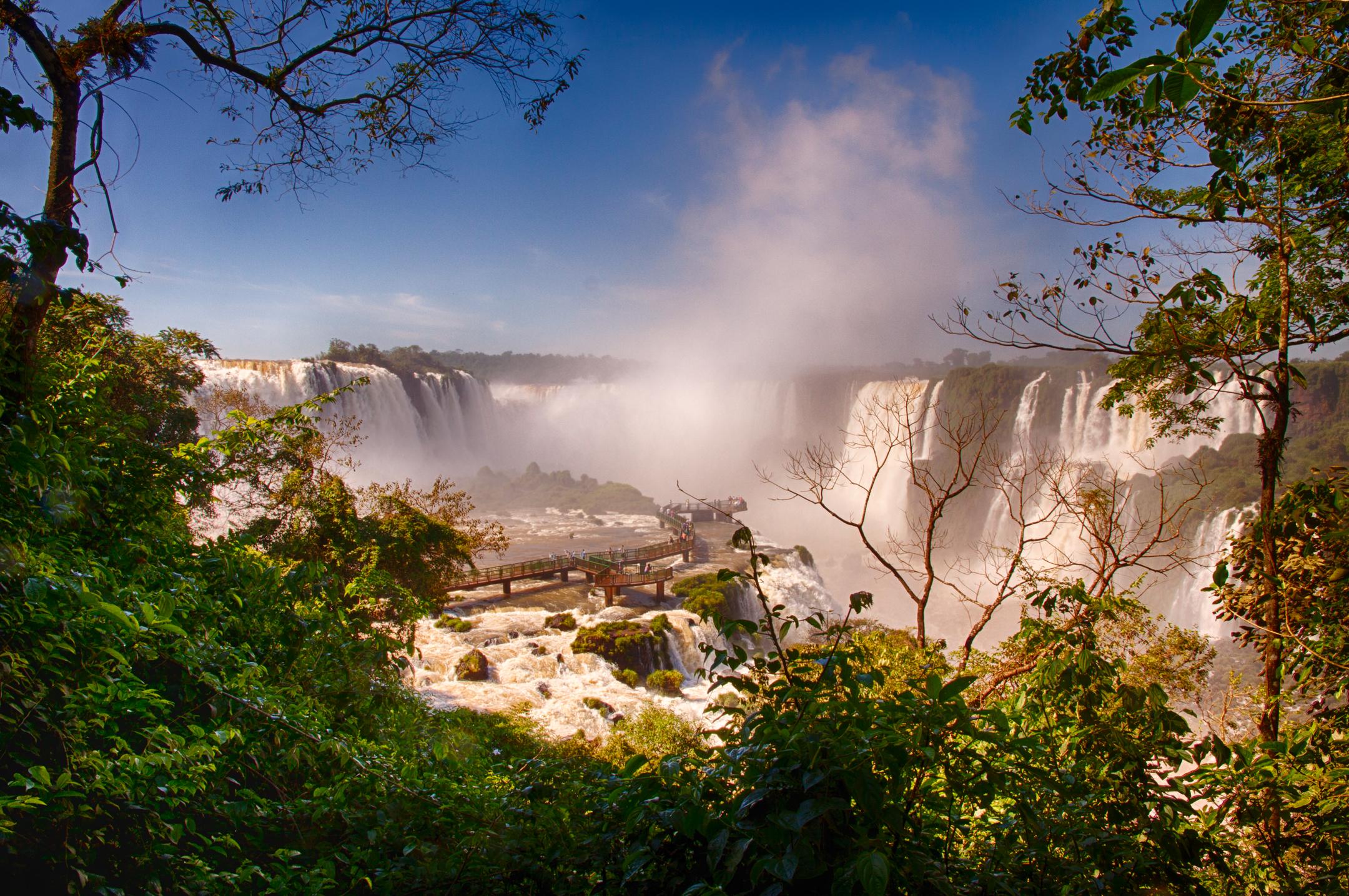 Devil's-Throat-Iguazu-Falls-Brazil-5.jpg