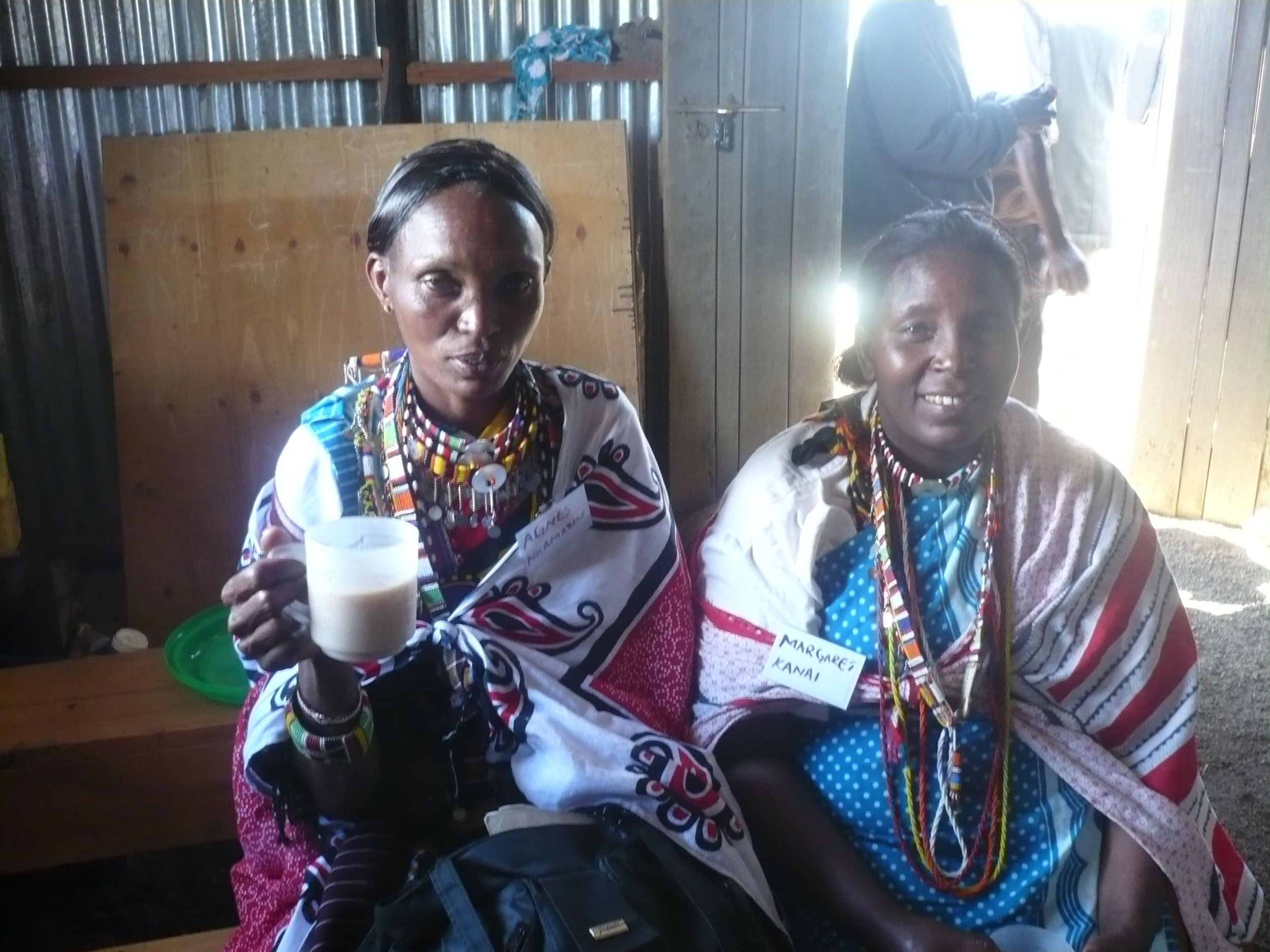 2 Maasai ladies share a cup of tea on Alpha in Duka Moja. Alpha Guest Manuals are already translated into Maasai