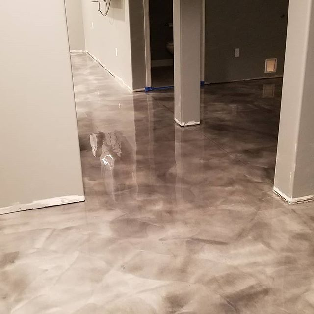 """""""Metallic Floor"""" Manatee & Whale over a light gray base in N. York, PA"""
