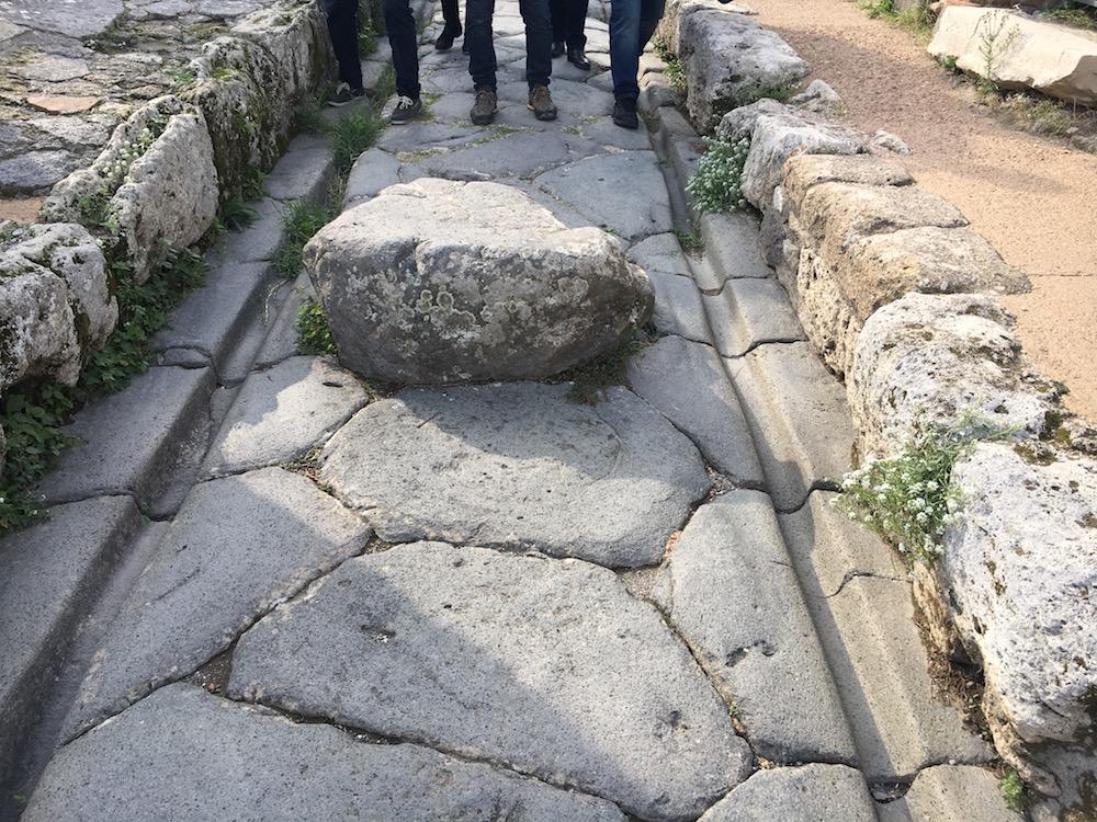 road pompeii.jpg