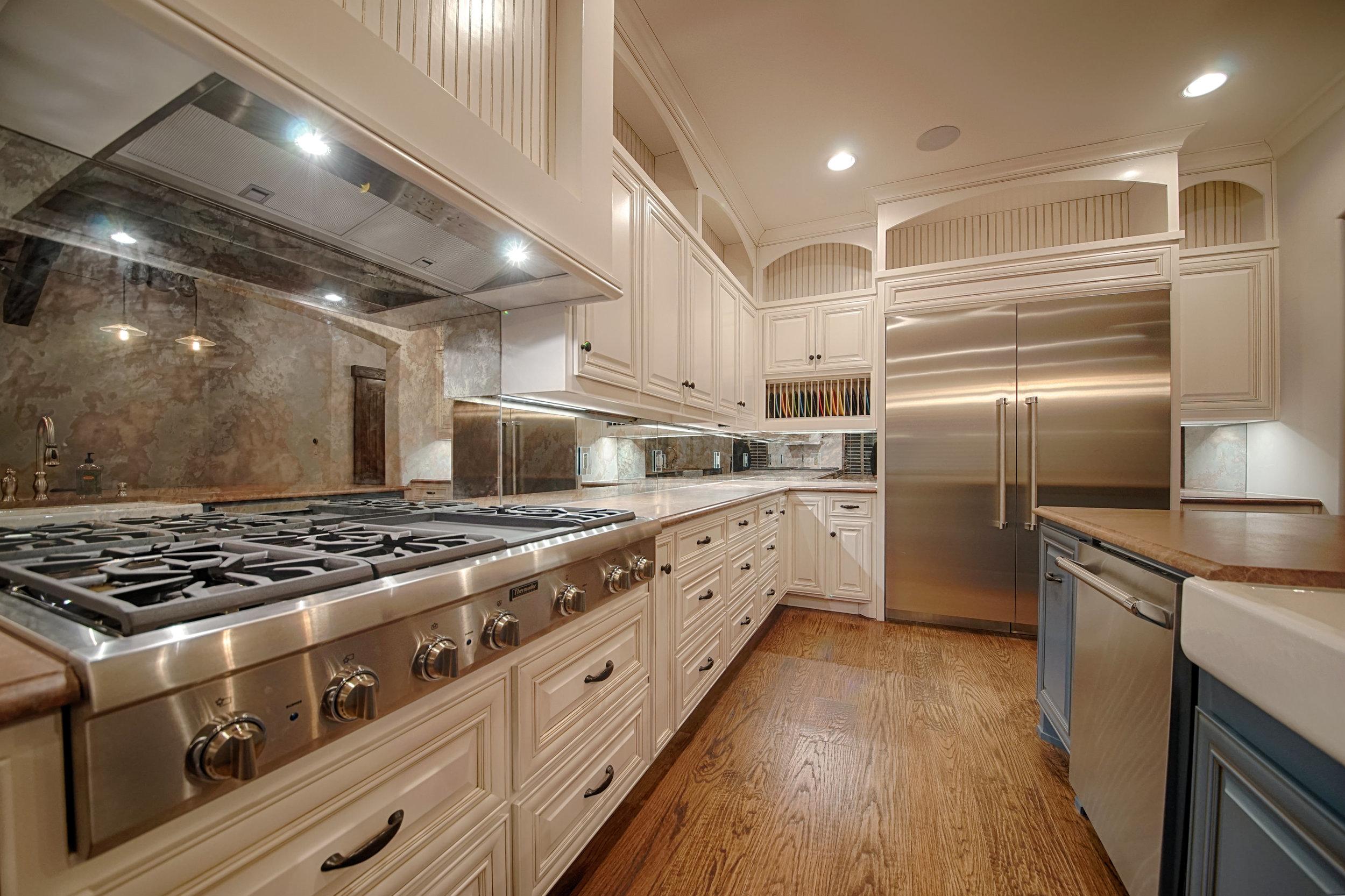 7 Kitchen 2.jpg