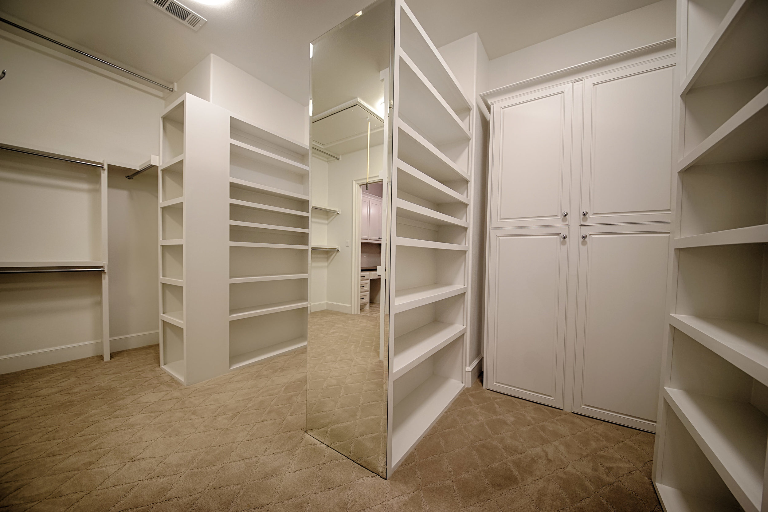 19 Closet 1.jpg