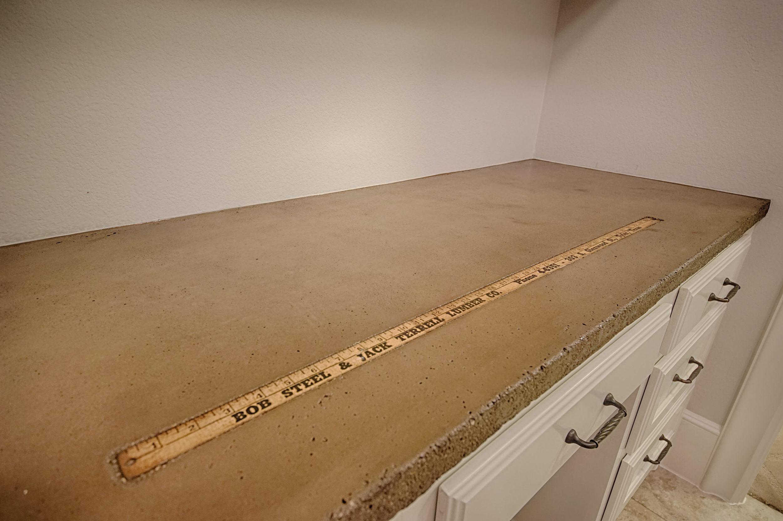 25 Concrete counter.jpg