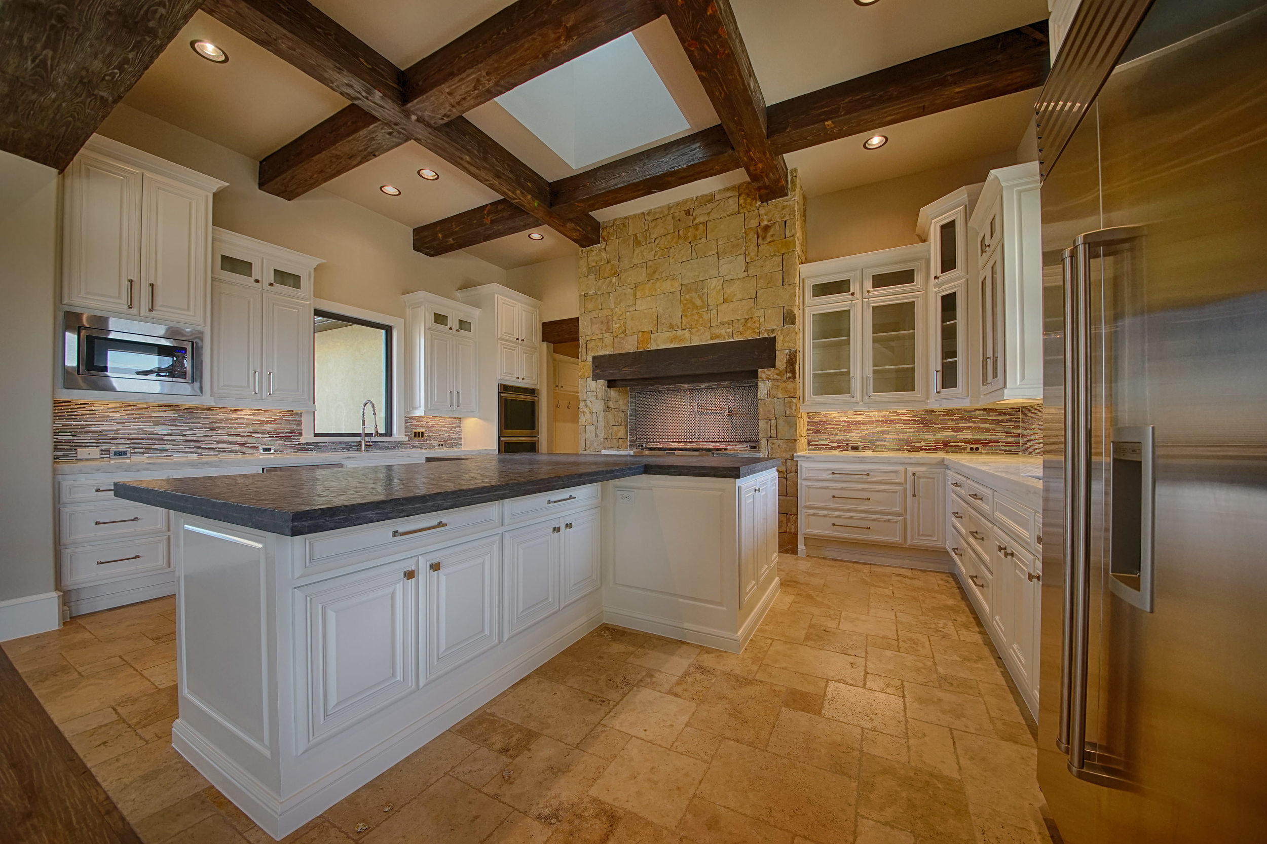 11 Kitchen 1.jpg