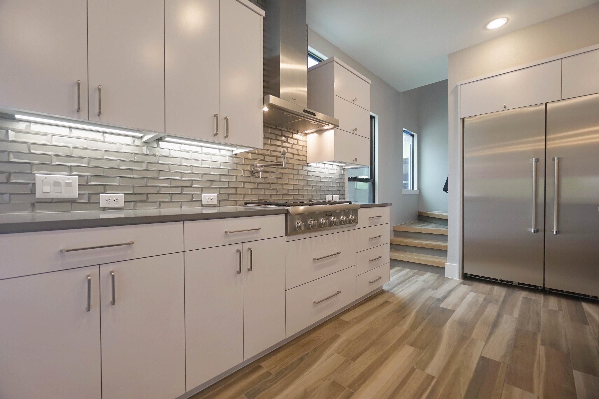 9 Kitchen 3.jpg