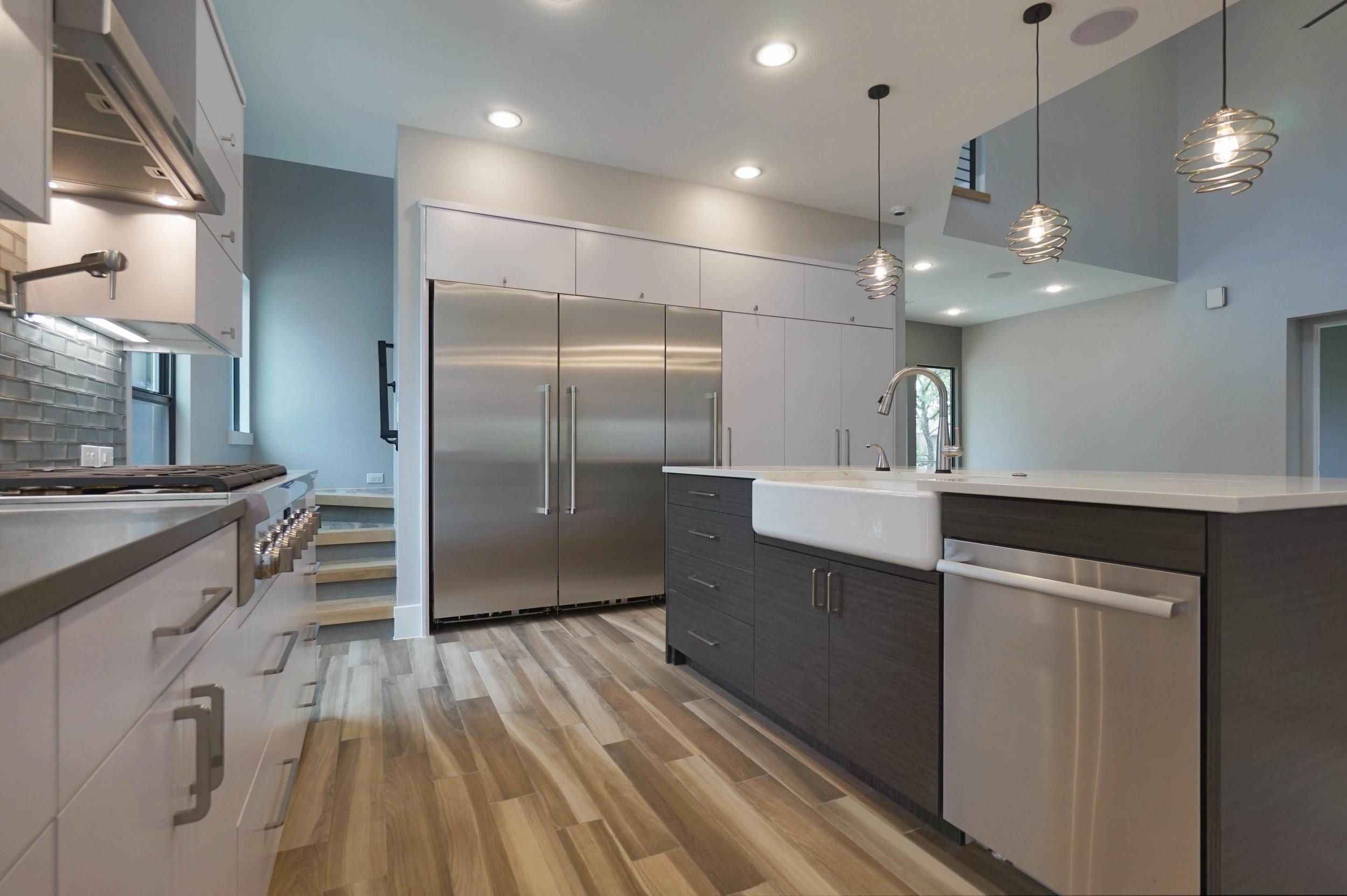 8 Kitchen 2.jpg