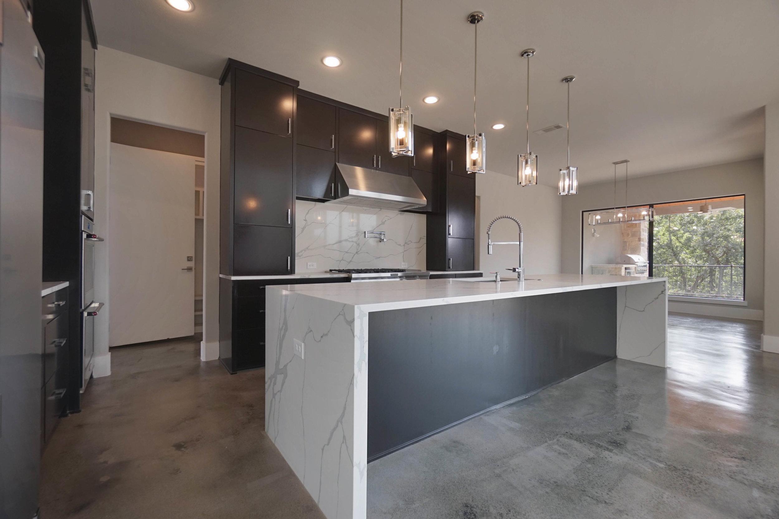 9 kitchen 2.jpg