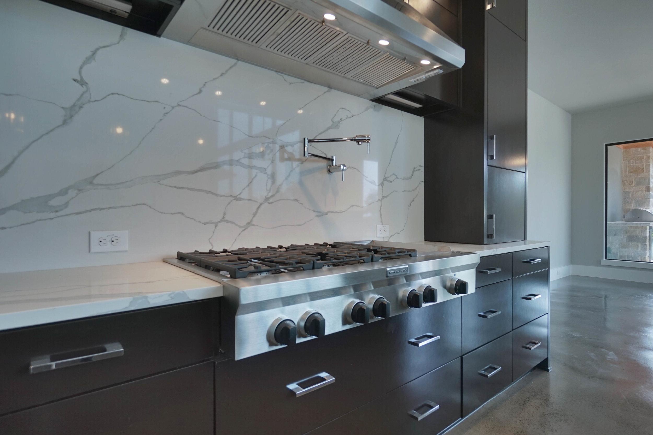 10 kitchen 3.jpg