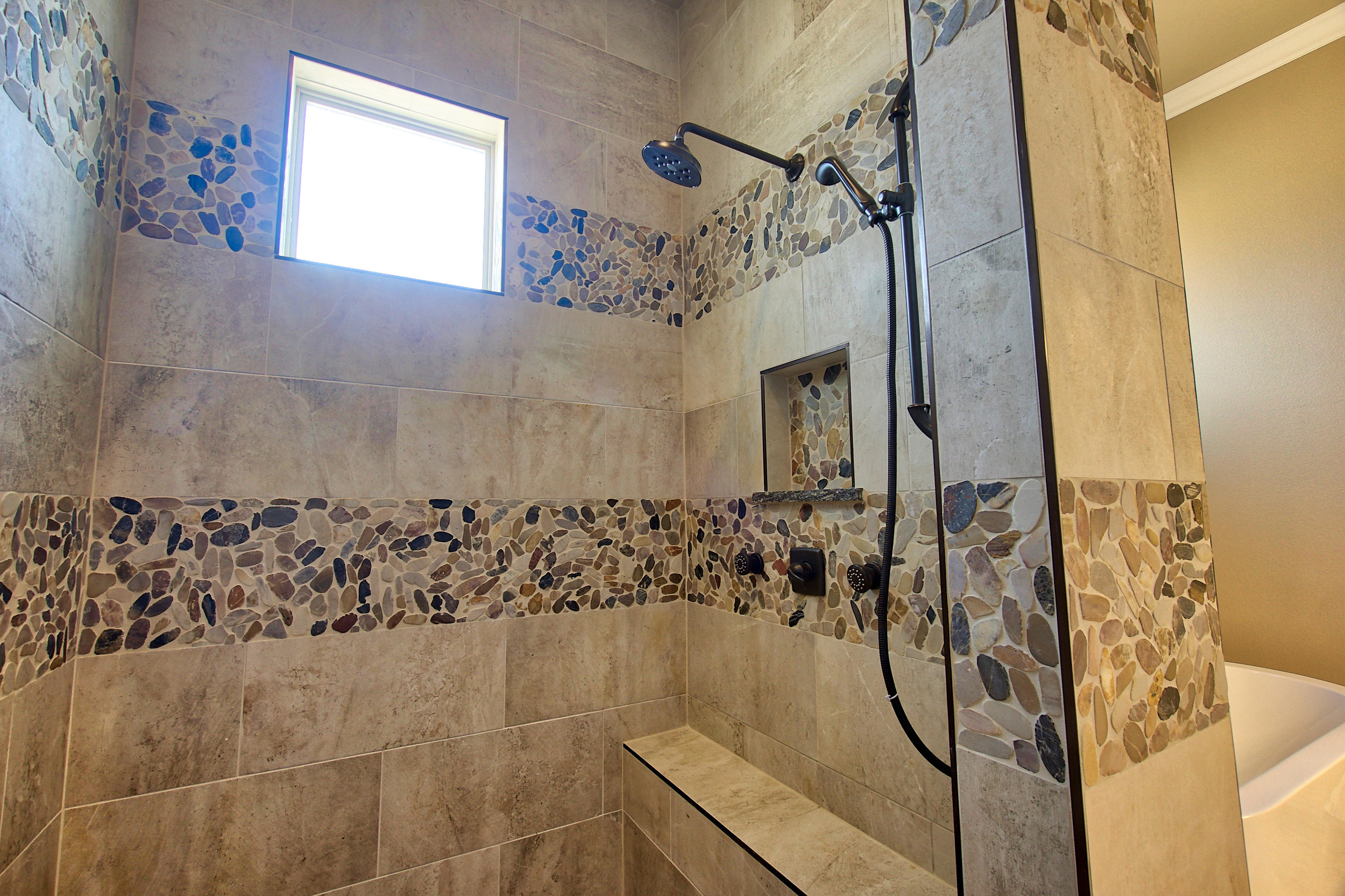 31 master bath 5.jpeg