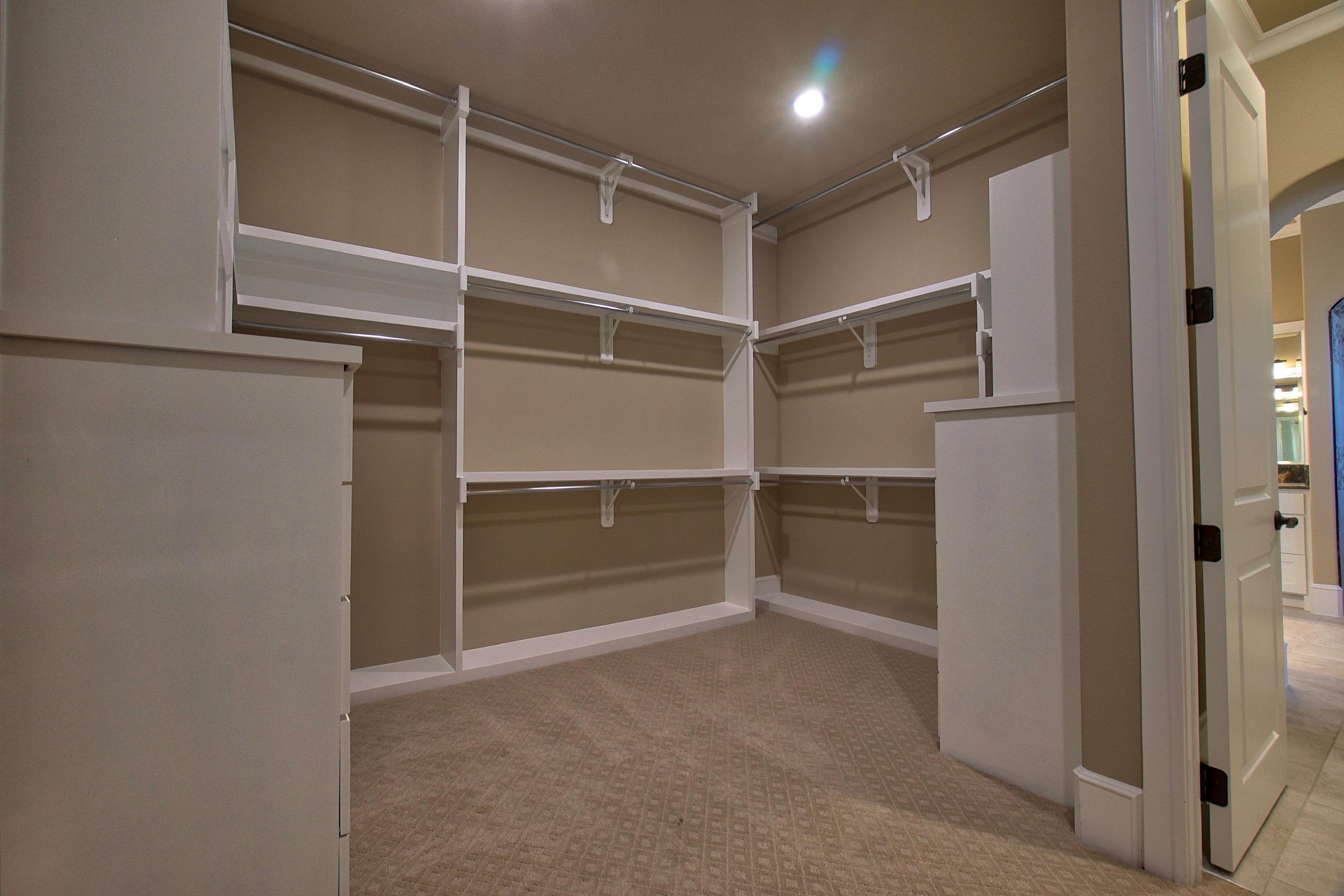 32 master closet.jpeg