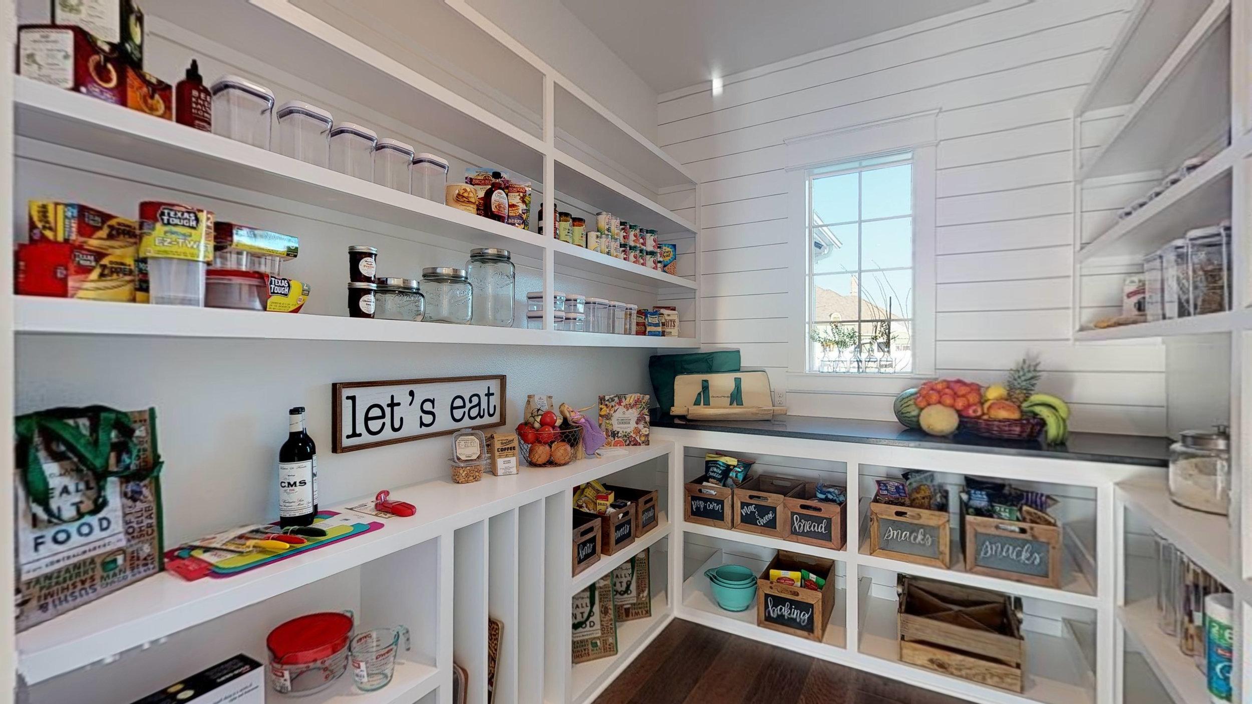 18 pantry.jpg