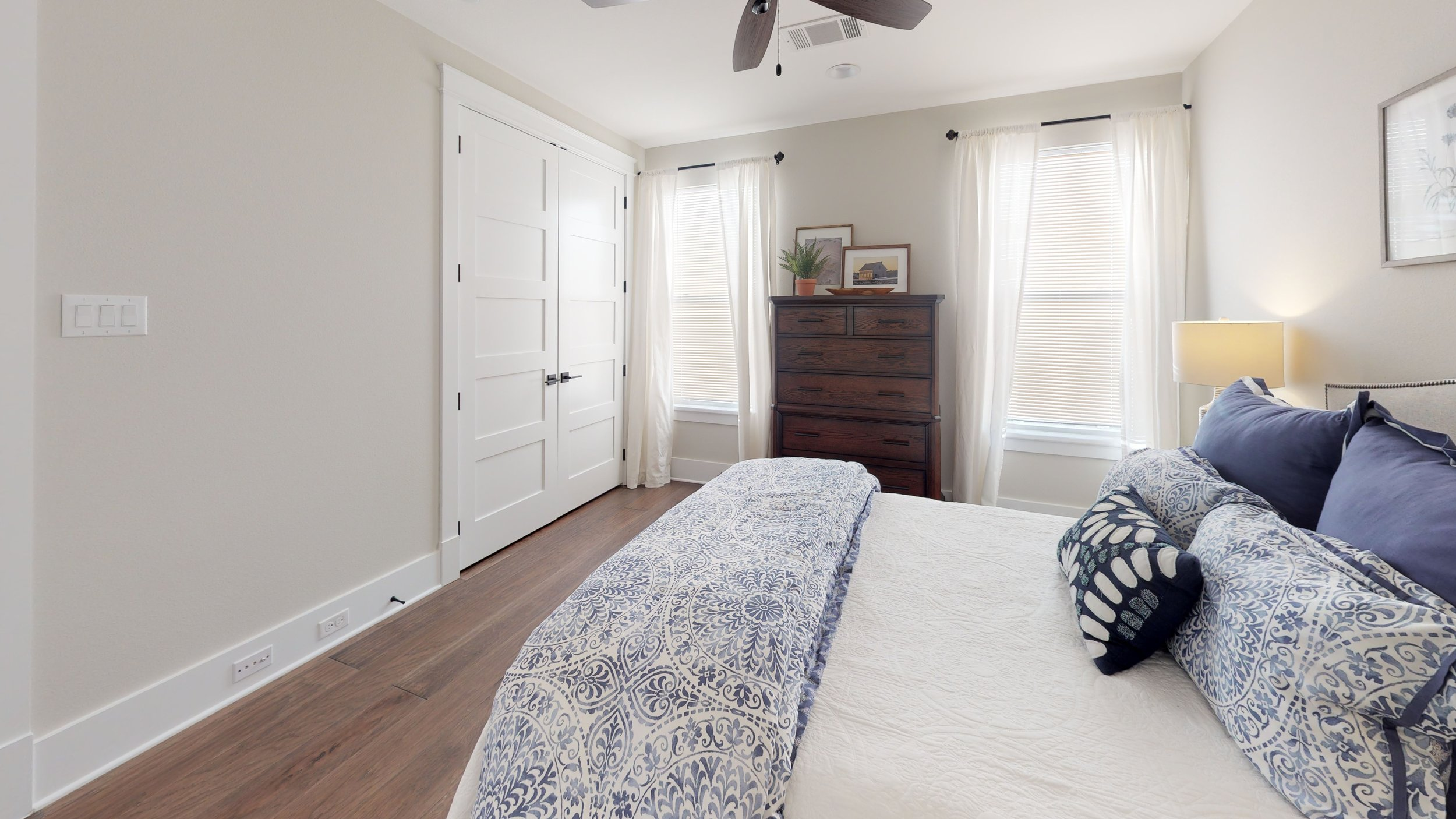 44 bed 5.jpg