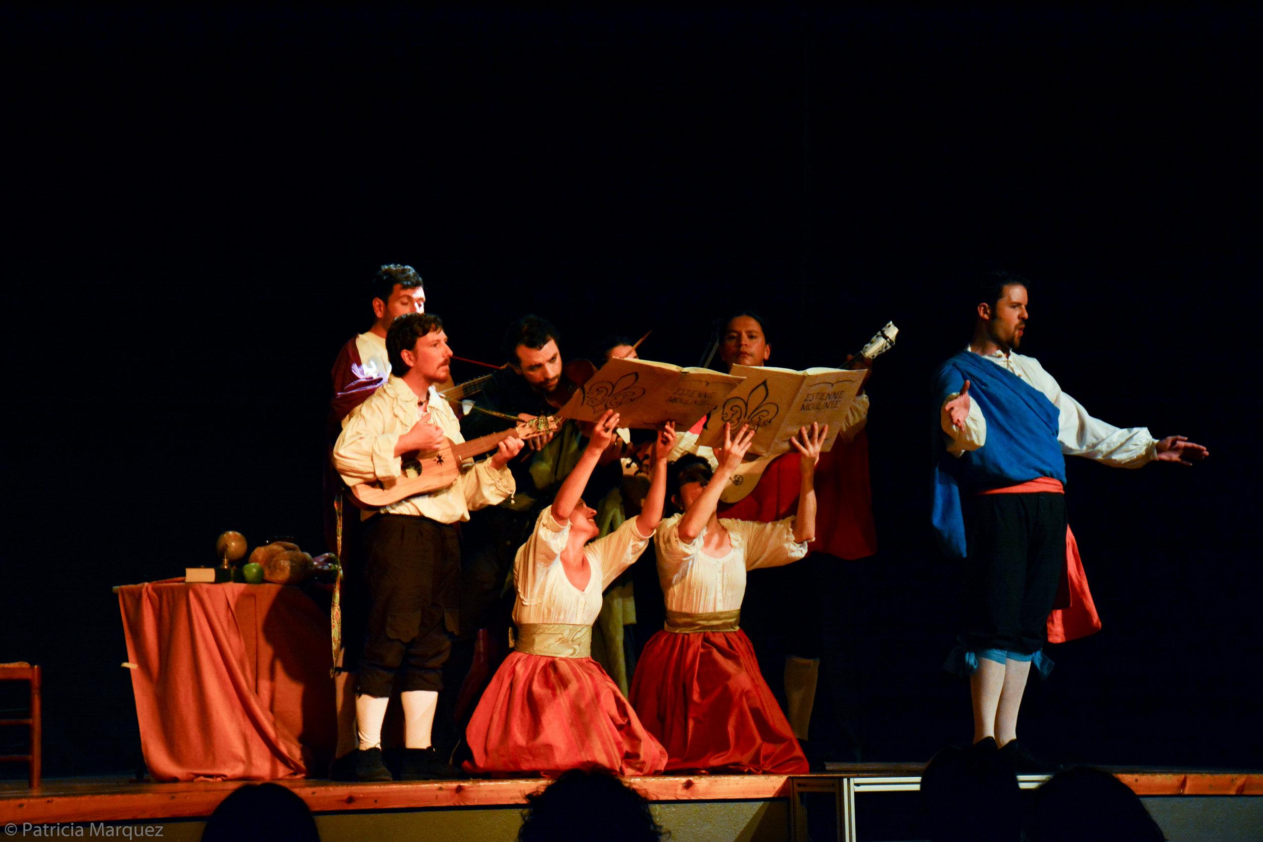 """As """"Don Luis"""" in the piece """"¡Todos se burlan de mí!"""" with Anaïs Oliveras (as Claraniña) and the ensemble La Sonorosa · Festival de Música Antiga dels Pirineus, Aviá, 2017 © Patricia Márquez"""