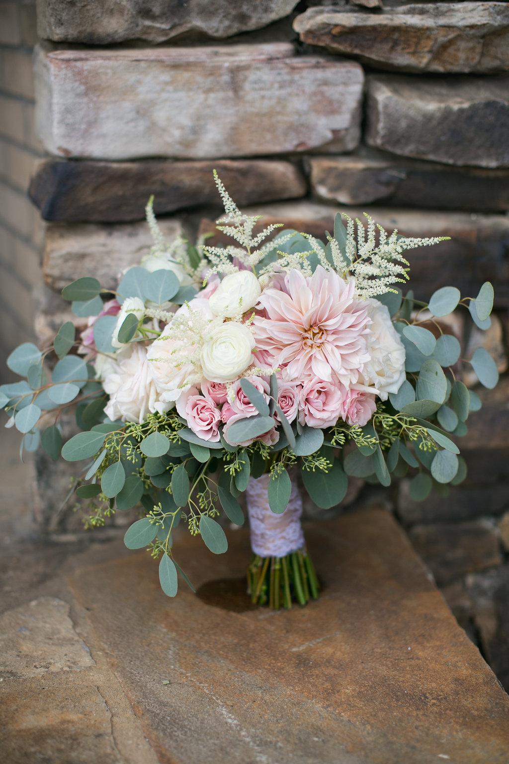 Foxhall-Resort-Wedding-Floral-Design-02.jpg