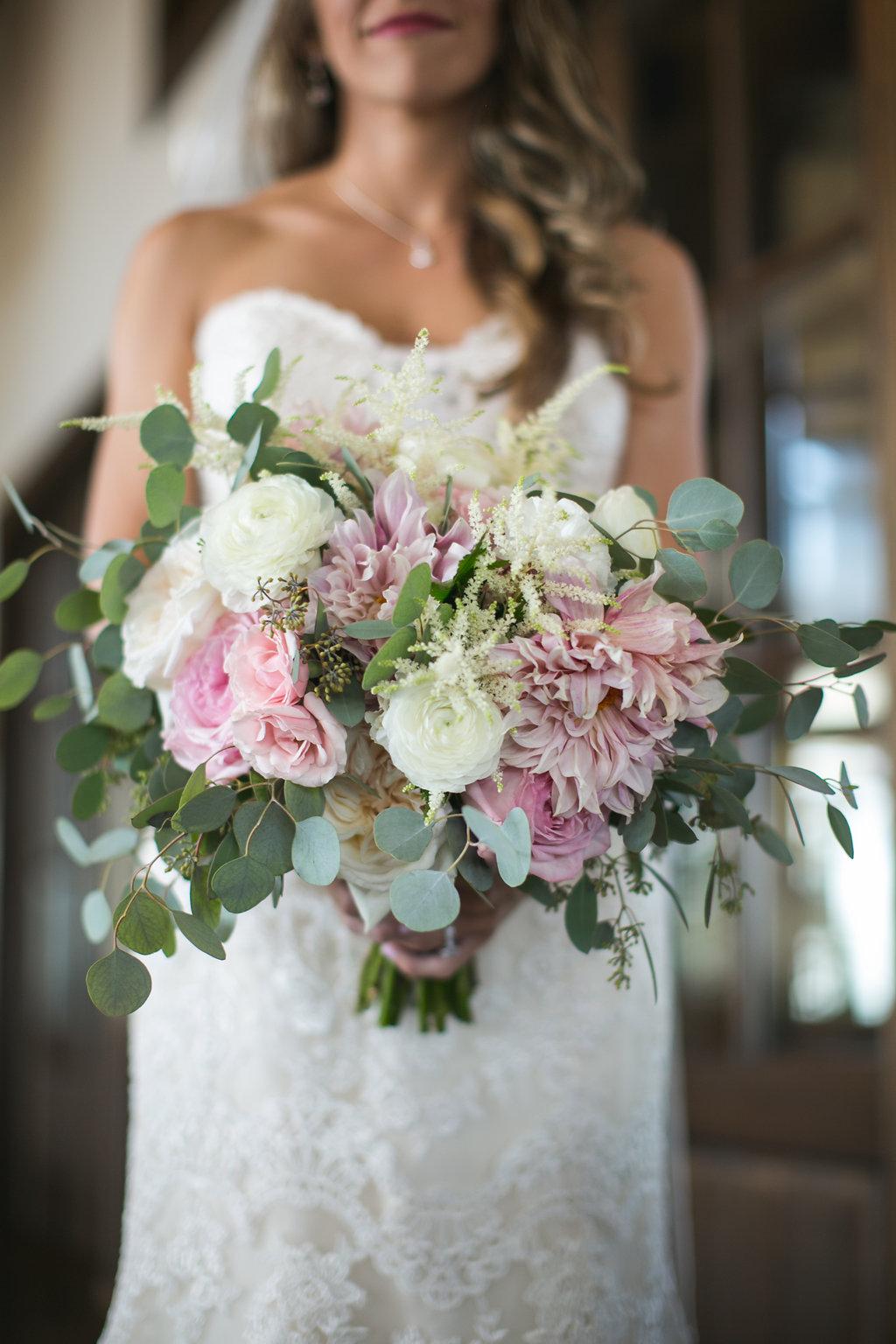 Foxhall-Resort-Wedding-Floral-Design-04.jpg