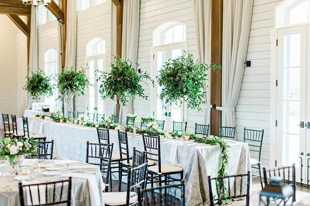 There's something wonderful about classic green and white 💗 📷 @willettphoto 🎬 @lila_wilson 💒 @foxhallresort #boukates