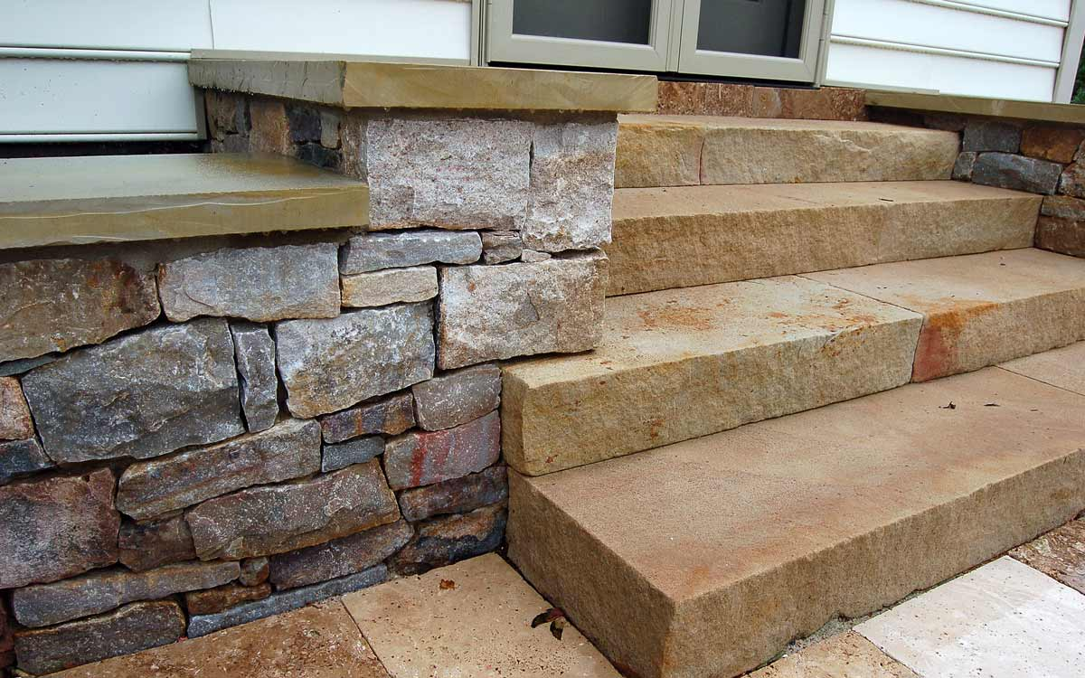 Thermal Finish Flagstone Steps and Granite Wall