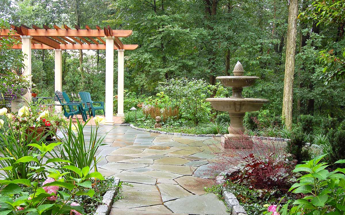A water feature and pergola highlight this landscape design