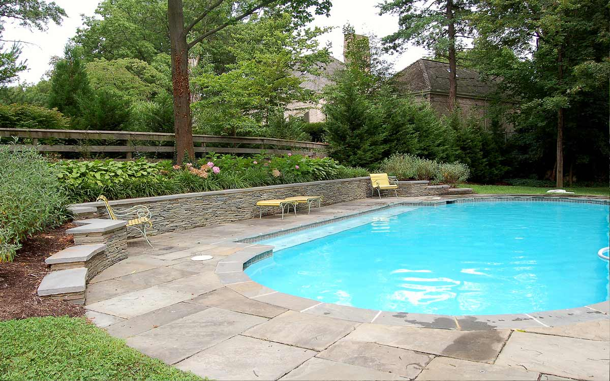 Fieldstone swimming pool surround