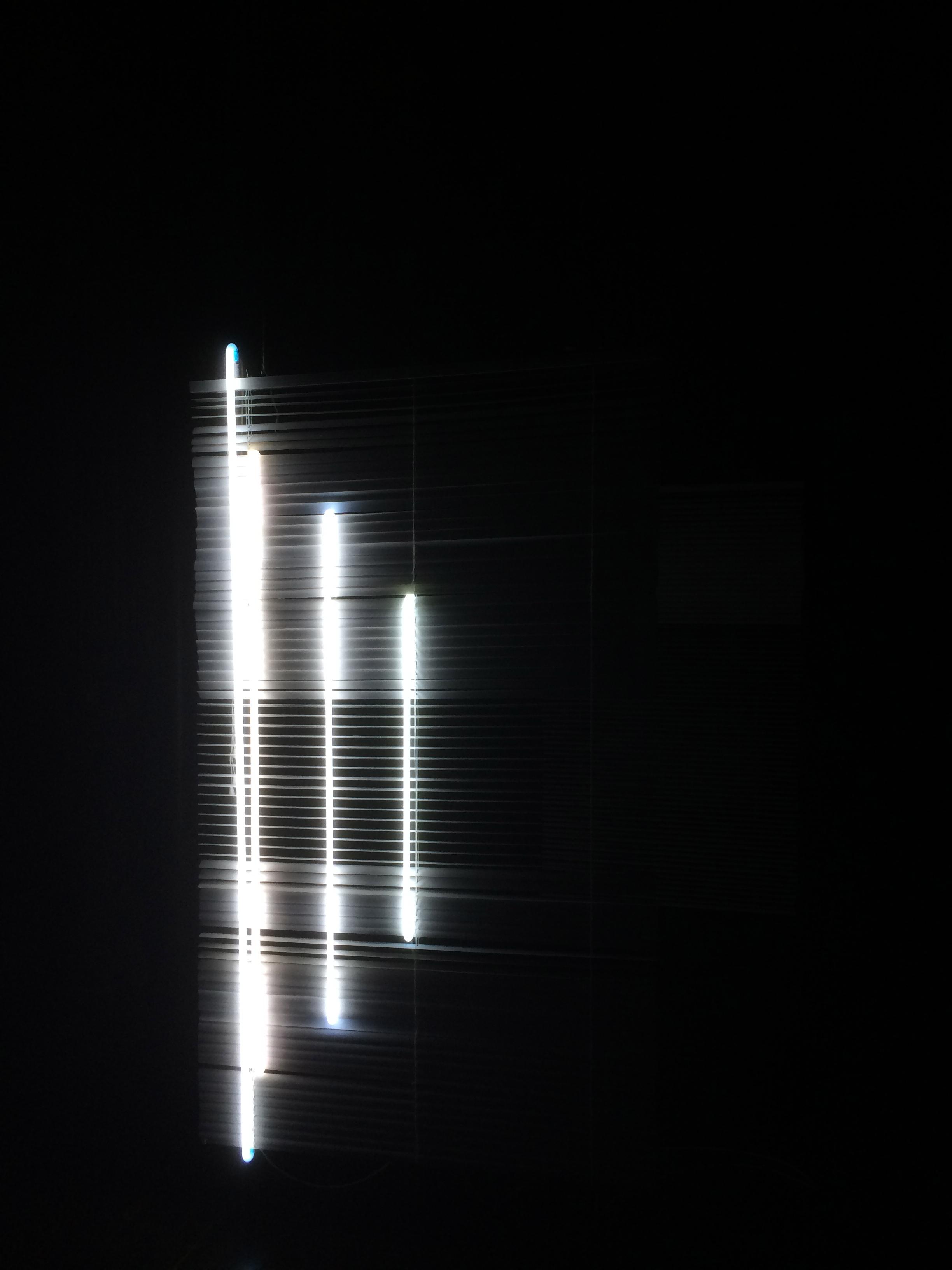 Blind 5/7, neonlight onvinylblind,2015
