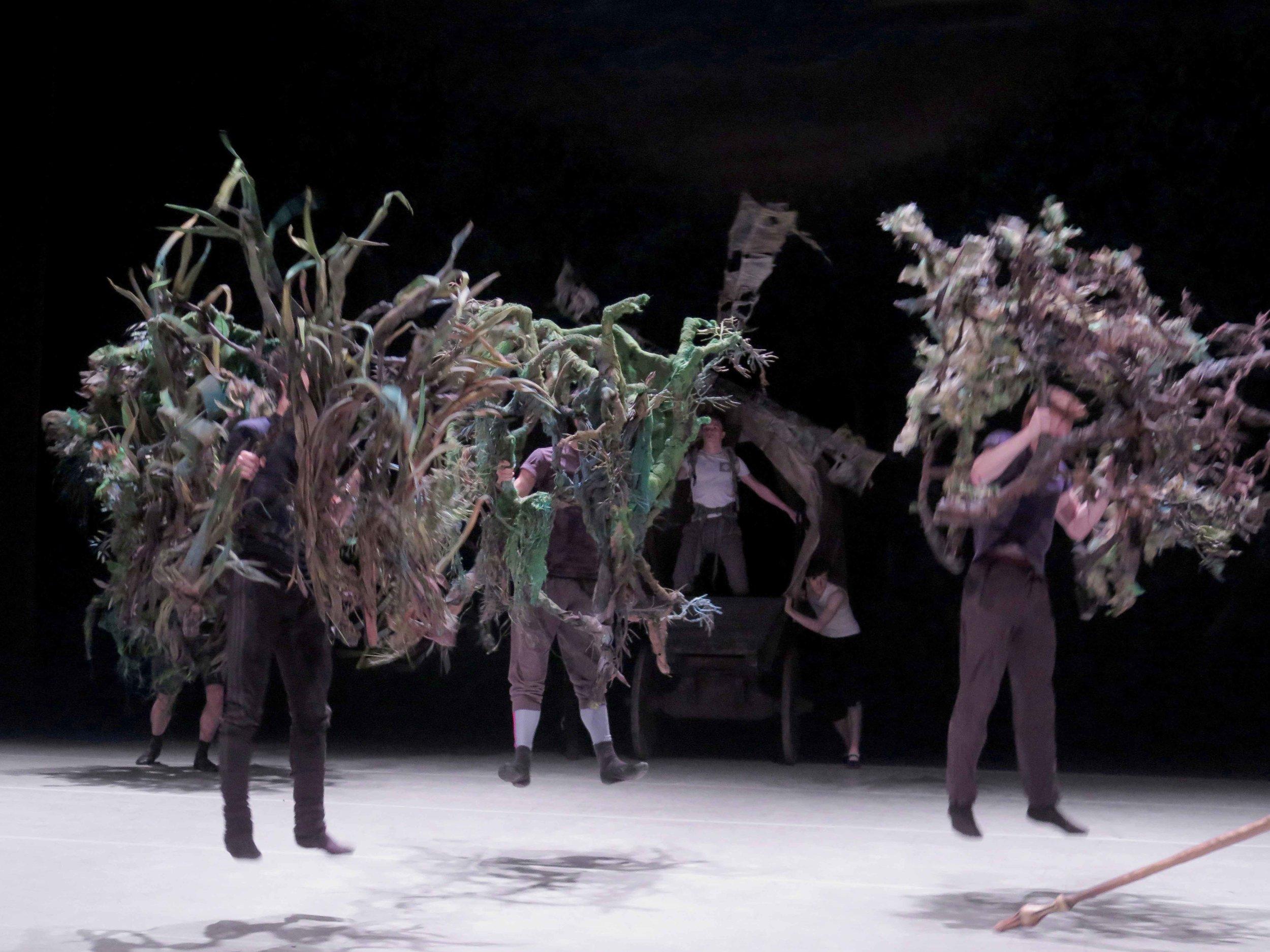 Giants (hommes-arbres) , rehearsal, 2017